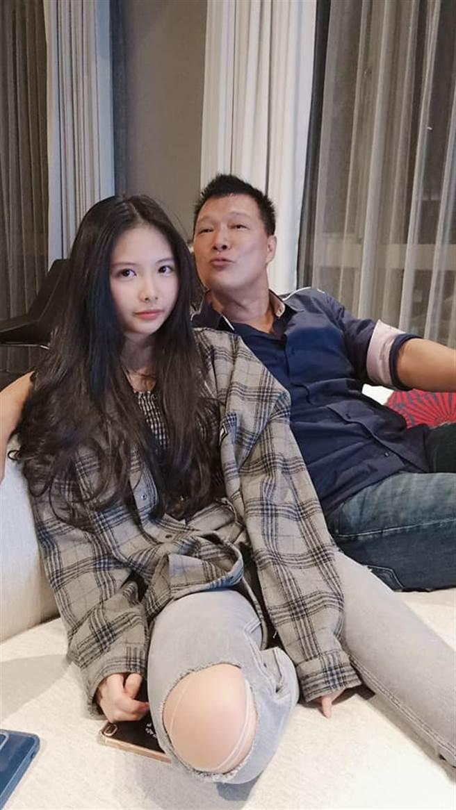 蔡詩萍和女兒合照。(圖/翻攝自臉書)