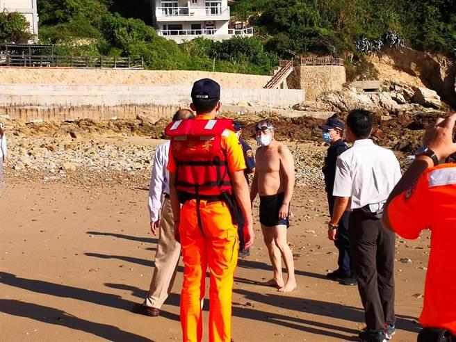 聯合稽查發現4名遊客在沙灘活動,已立即勸離。(馬管處提供)