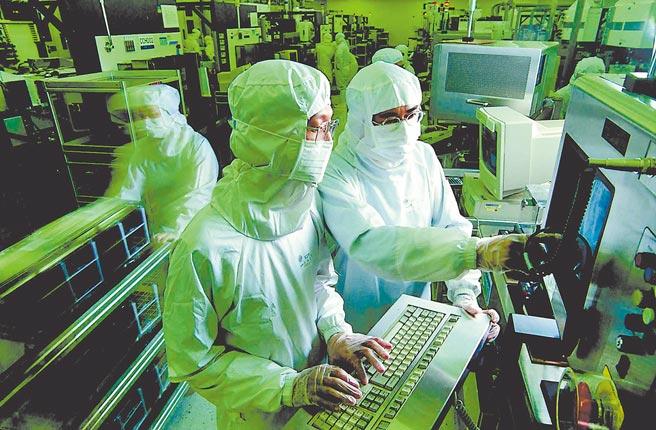經濟部投資業務處處長張銘斌直指:今年半導體仍是領頭羊!圖為台積電晶圓廠生產線。(台積電提供)