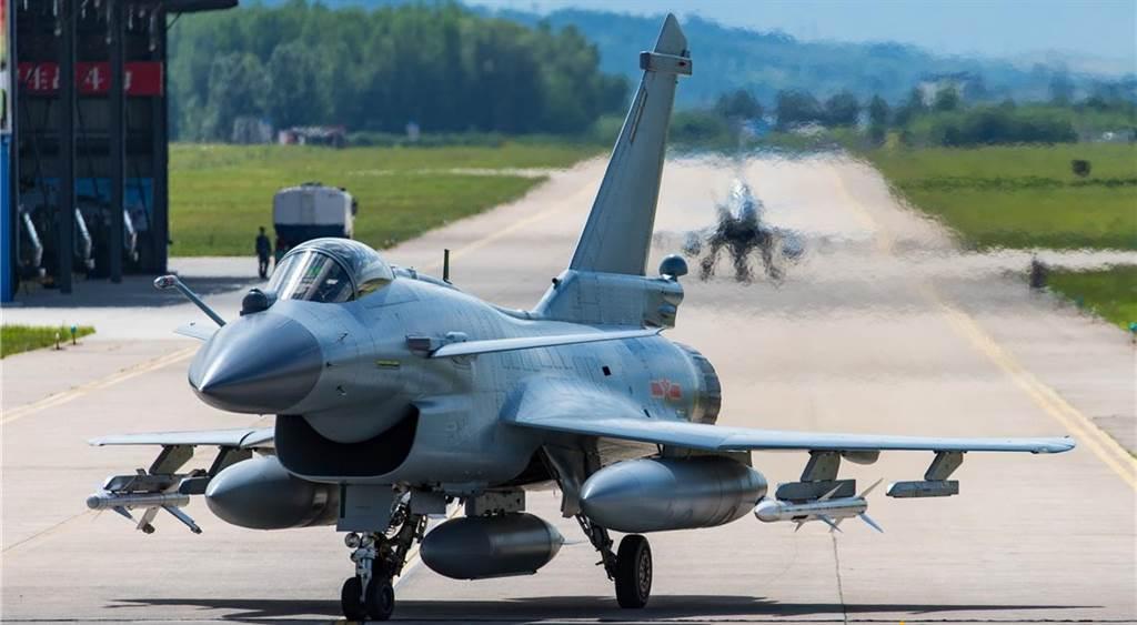 中共空軍派遣4架殲-10C參加「雄鷹-IX」聯合演習,與巴國空軍對抗演練,演習結束後還將4架殲-10C現地移交給巴國空軍進行測試。巴國空軍曾多次以殲-10C模擬飆風戰機進行對抗演練。(圖/中國軍網)