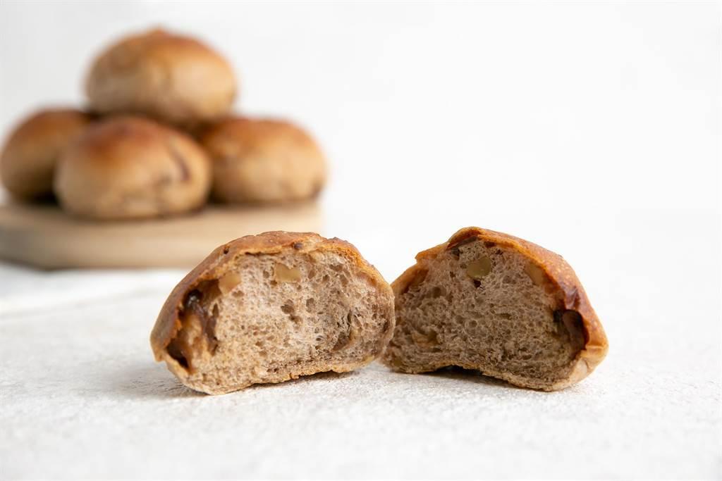 LA ONE「小桂圓麵包」龍眼乾香香甜甜,也吃得到核桃脆脆的口感,麵包體紮實又充滿麥香。(圖/LA ONE eshop)