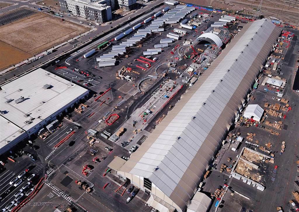 沒打算拆除另蓋實體建築,特斯拉加州工廠的帳篷產線將成為永久性設施