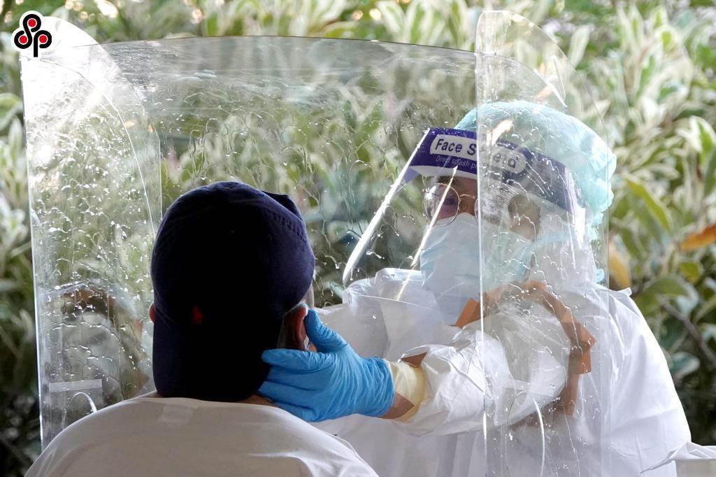 近來有部分事業單位員工為新冠肺炎確診者,經治療康復後,地方衛生主管機關認為無繼續隔離治療必要時,將發給「解除隔離治療通知書」。(報系資料照)