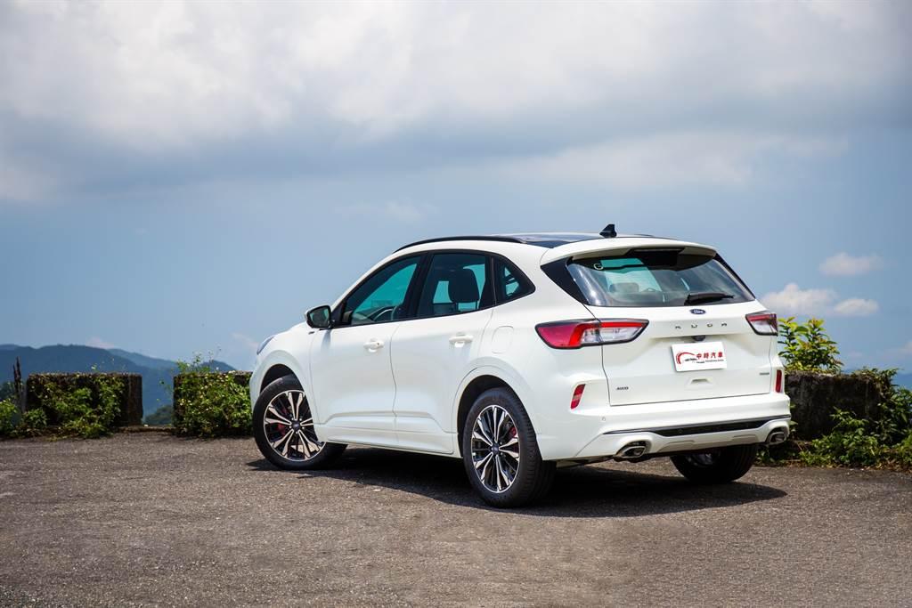 在車輛外觀上,新年式車型並無明顯改變,僅因增加環景而在車身多了鏡頭,ST-Line X另外增加紅色卡鉗。