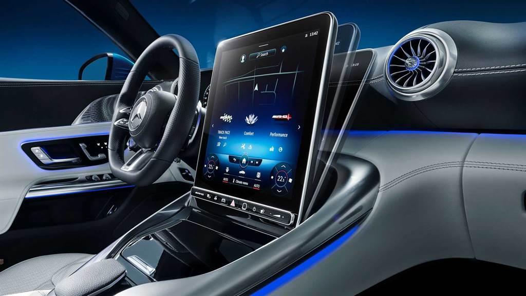 回歸軟蓬與 2+2 設定,Mercedes-AMG R232 SL 內裝首度公開