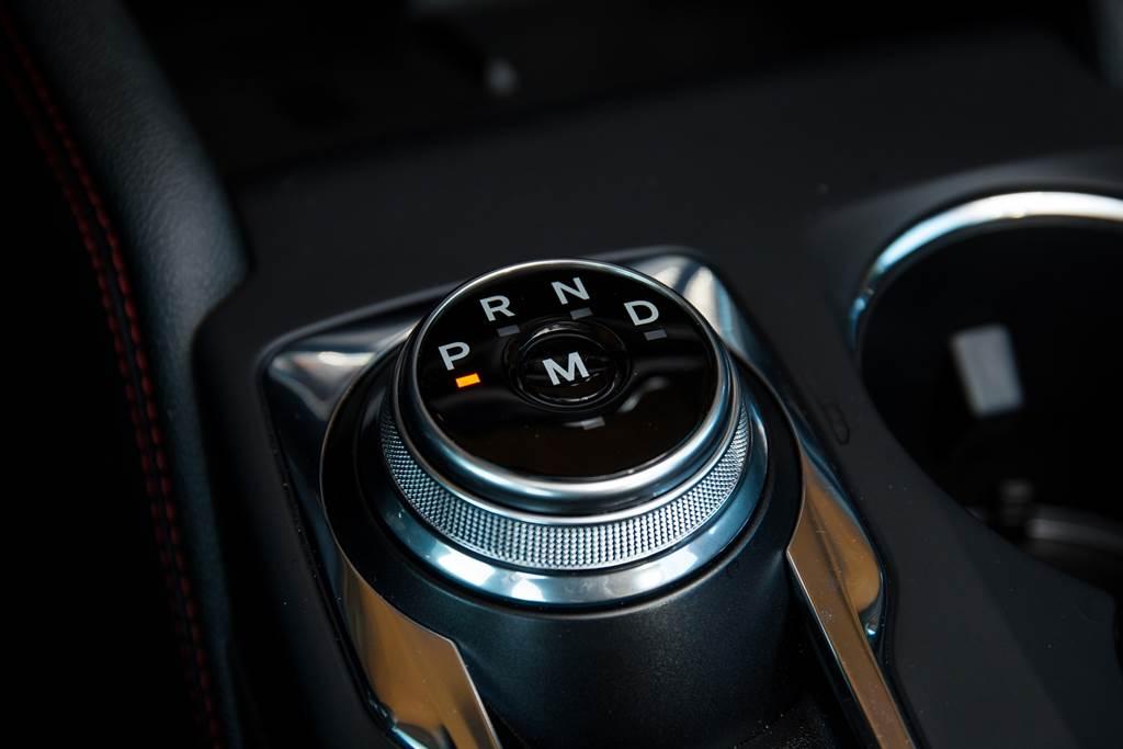 Kuga車系除ST-Line X外皆採用線傳式8速自排,而ST-Line X則是加上換檔撥片手動換檔功能的8速手自排。