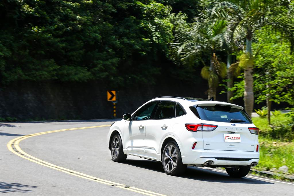 底盤升級加上原先就搭配極佳的動力系統,讓Kuga ST-Line X的駕駛感更加運動。