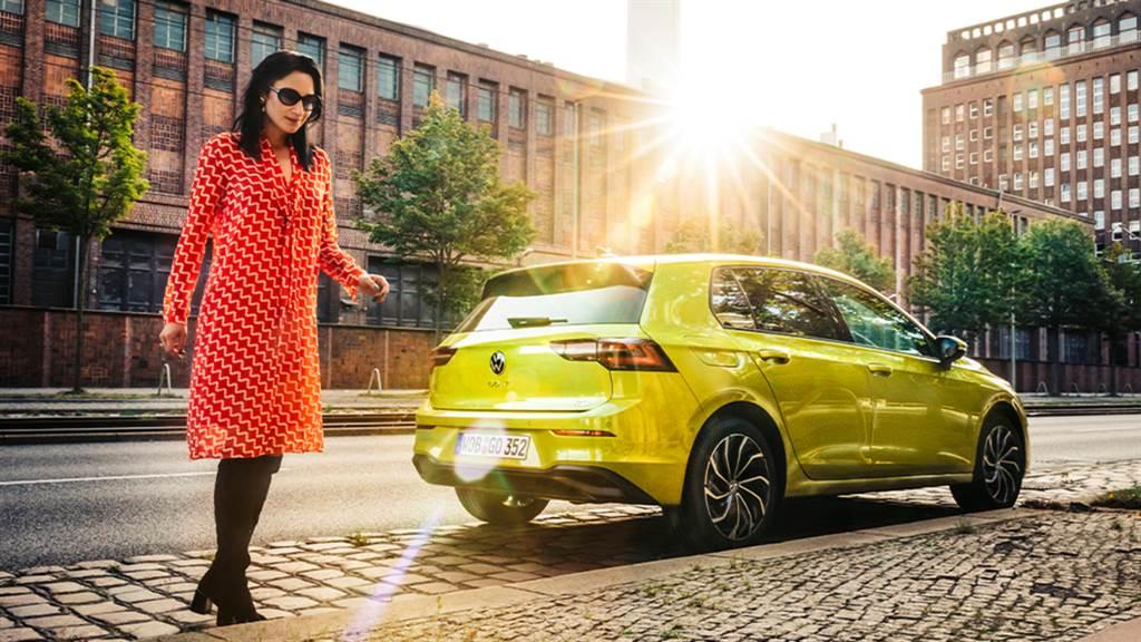 Golf 230 eTSI車型由內而外革新進化,給予消費者充滿駕控樂趣、安全科技和最佳擁車成本的純正德系掀背車。