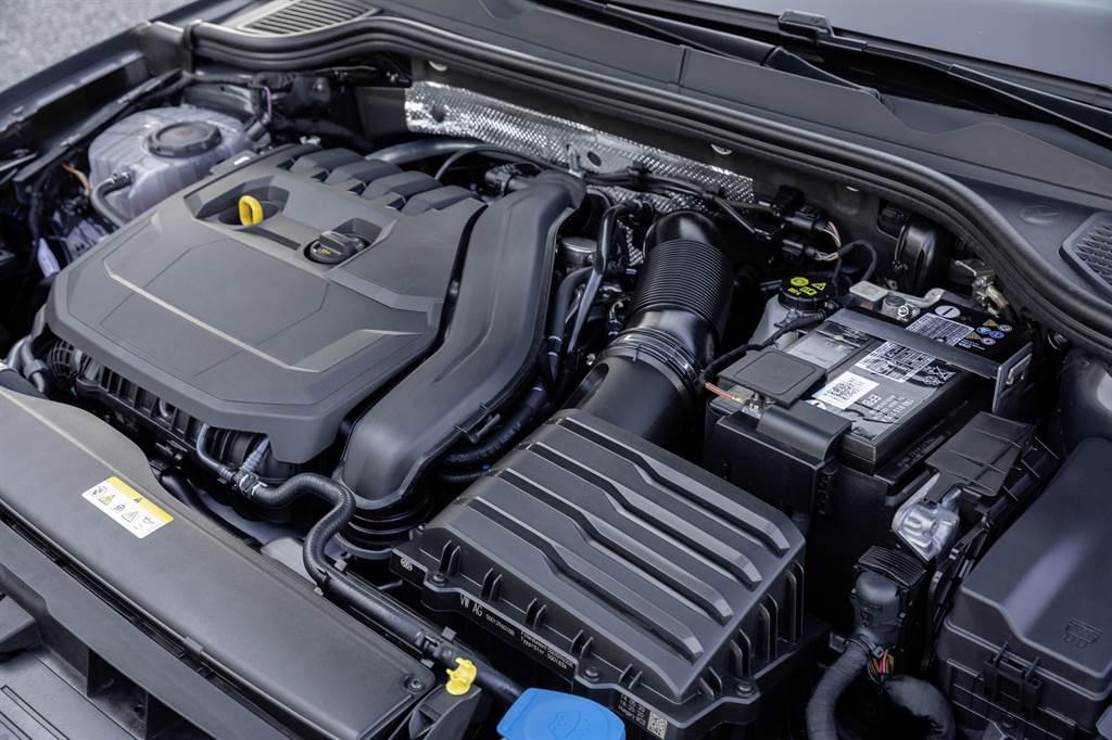 首此導入的引擎科技48V eTSI輕油電動力系統可節省車輛啟動時所需消耗的大量動力,平均油耗可降低達10%以及二氧化碳排放量每公里最多降低8g,達到節能減碳的效果。