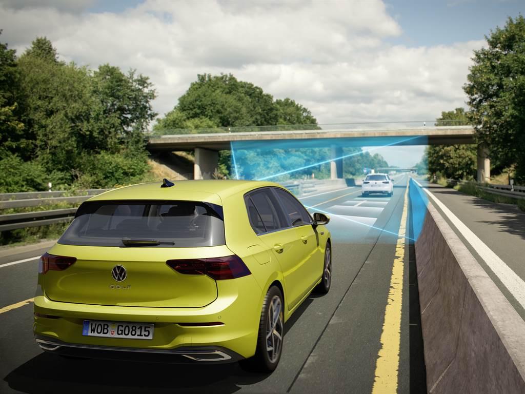 全速域ACC主動式固定車距巡航系統於靜止起步時間從原3秒提升至10秒,前車起步即可自動跟上。