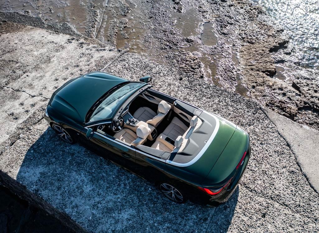 全新BMW 430i Convertible結合50:50車身配重、全新的懸吊系統減震筒設計、針對敞篷車型更為強化的車身剛性與車身結構連桿,保有BMW所堅持的駕馭樂趣。