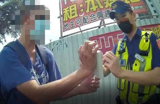 加籍男思鄉心情低落飲酒倒地   台中帥警流利英語助返家