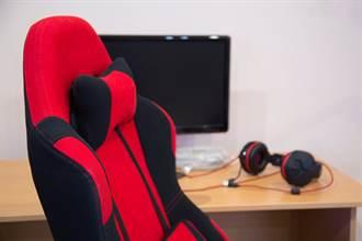 淘寶買900元電競椅 他1年後割開坐墊秒傻眼