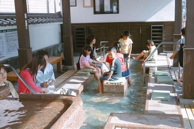 ▲手腳都顧到的貼心免費露天泡湯設施。 圖:平戶觀光協會/提供
