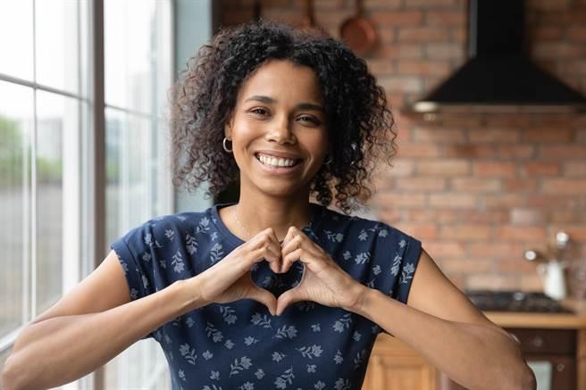 「老師我想告解…」愛情迷航怎麼辦?盤點十大感情燈塔系FB粉專。(圖/shutterstock)