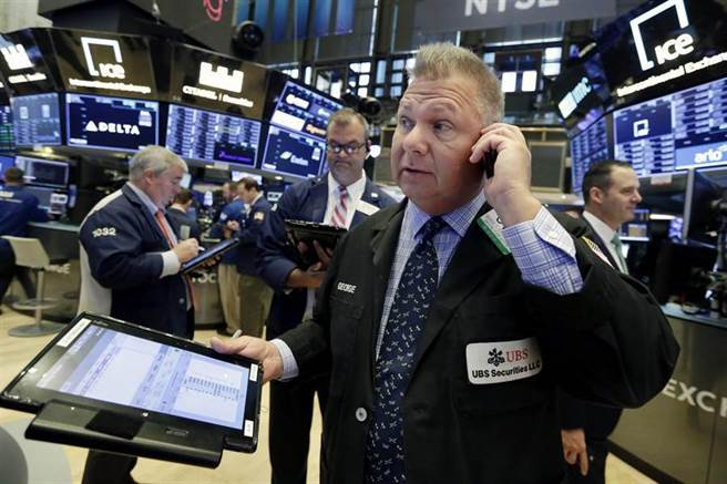 企業財報激勵,美股早盤延續反彈行情,道指漲逾百點。(圖/美聯社)