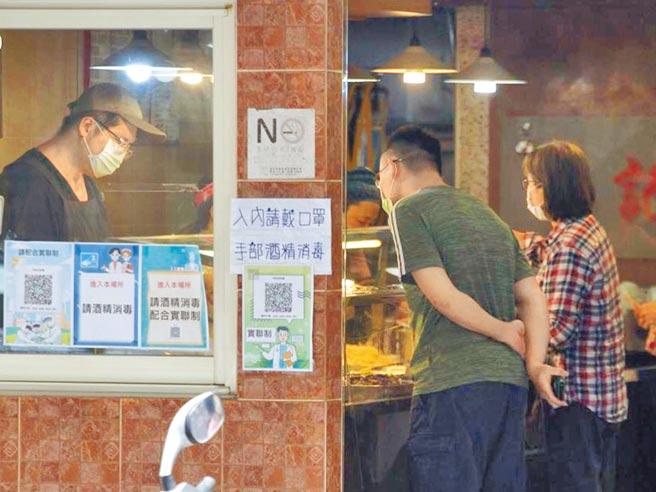 台北市長柯文哲端出紓困精進措施,5到7月社宅、國宅全面減租30%,預計有2萬戶受惠,承租公有場所作營業者也將減租75%。(本報資料照片)