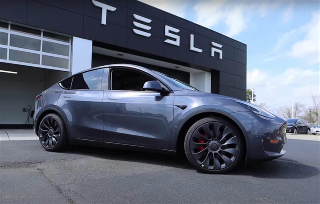 特斯拉 Model Y 銷情火熱,北美第三季產量銷售一空、SR 車型中國大陸首日訂單破萬