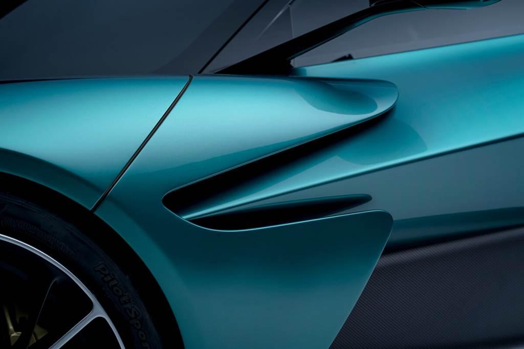 Aston Martin Valhalla正式量產車亮相!目標:紐北賽道單圈6分30秒內