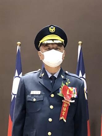 新台中市警察局長蔡蒼柏贈書拚治安 李永癸掛保證讚:刑事長才