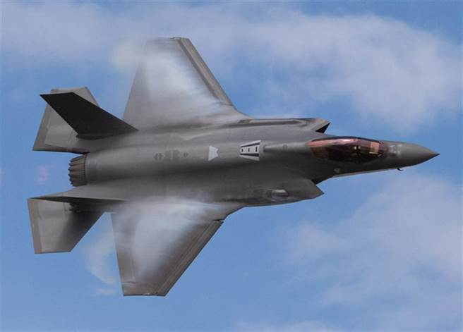 F-35A戰機在美國猶他州希爾空軍基地(Hill Air Force Base)上空練習飛行的資料照。(美國空軍)