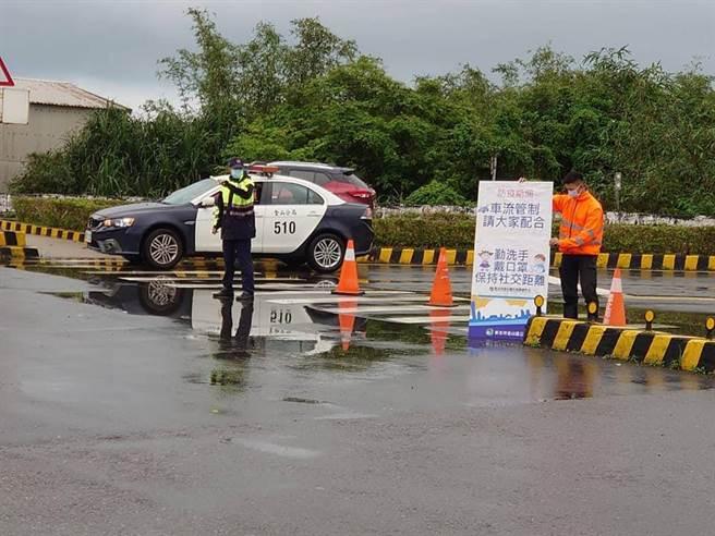 微解封首個周末假日,警方將採柔性管制及機動疏導。(新北市警察局提供)