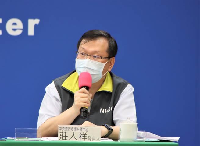 高雄傳出一名6旬男子接種莫德納疫苗後猝死,莊人祥表示,尚未列入今天公布的不良事件反應案例。(圖/指揮中心提供)