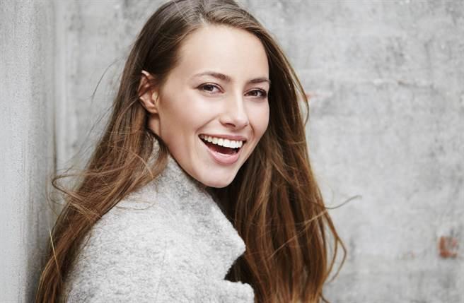 天秤座、獅子座、金牛座的女性擇偶眼光銳利又理性,因此很有機會嫁給成功人士,順利當貴婦。(圖/Shutterstock)