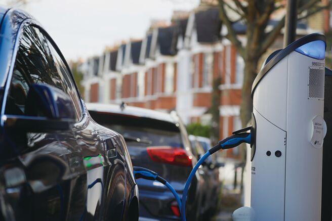 為加快推廣電動車,執委會盼成員國擴大充電設備。圖/美聯社