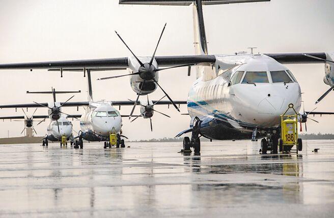 美軍行政專機C-146A運送「外交郵件」,15日在台北松山基地降落,停留34分鐘。(摘自美國空軍網站)