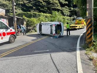 男駕車自撞山壁側翻橫躺路中 北宜公路雙向交通壅塞