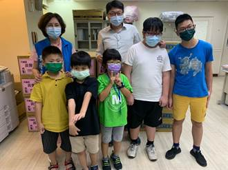 黃馨慧號召企業捐贈公益協會物資