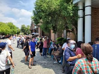 數位落差!雲林成大斗六分院預約打疫苗僅100多人 現場掛號卻湧入800人
