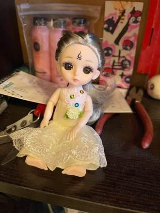 家中出現一個「額頭有印記娃娃」 媽媽嚇問網:養古曼童?