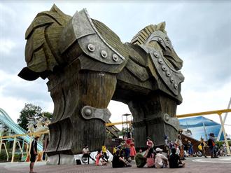 微解封首個假日 北中南遊樂園人潮回流