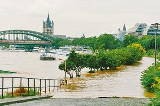 德比遭世紀洪患吞沒 至少120死