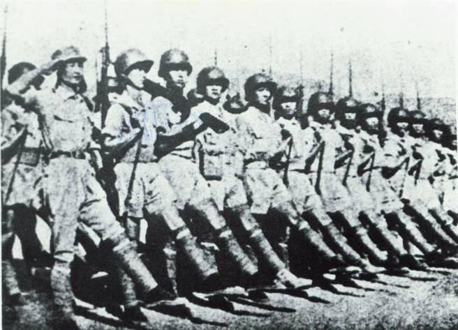 以行動抵抗日軍侵略的學生軍。(中時報系檔案照片)