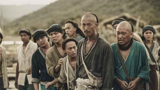 吳慷仁飾演的「水仔」角色,為了求生存,在閩、客、部落之間周旋協調。(公視提供)