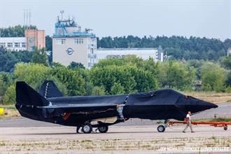 俄國最新單引擎5代戰機 進氣道布局近似波音X-32「開口笑」