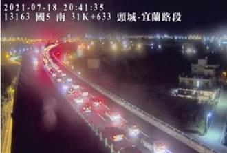 國5車流僅多1成卻回堵5.5公里 雪隧「紫爆」原因曝