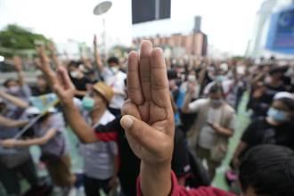 泰國疫情蔓延逢民主運動滿週年 曼谷爆發示威