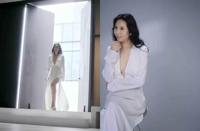 洪曉蕾45歲仍擁火辣身材。(圖/翻攝自臉書)