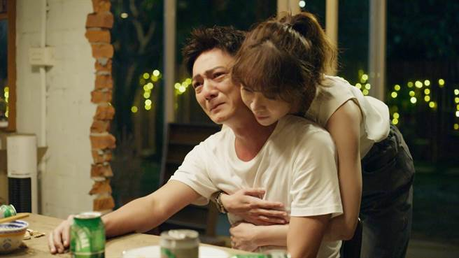 藍葦華、謝盈萱在《俗女2》愛情發展令觀眾期待。 (華視、CATCHPLAY提供)