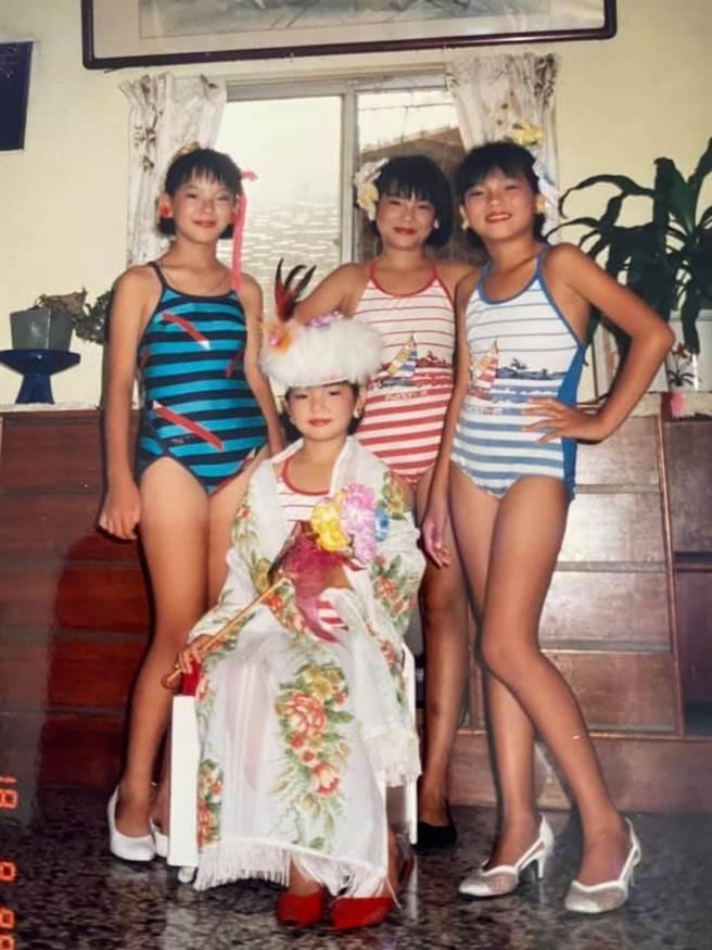 Ella和姐姐們小時候被迫參加選美比賽,她還拿下冠軍寶座。(圖/翻攝自臉書)