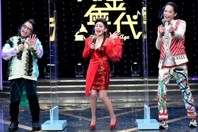 沈文程、王彩樺、黃鐙輝主持的《黃金年代》時隔兩個月後首次錄影。(華視提供)