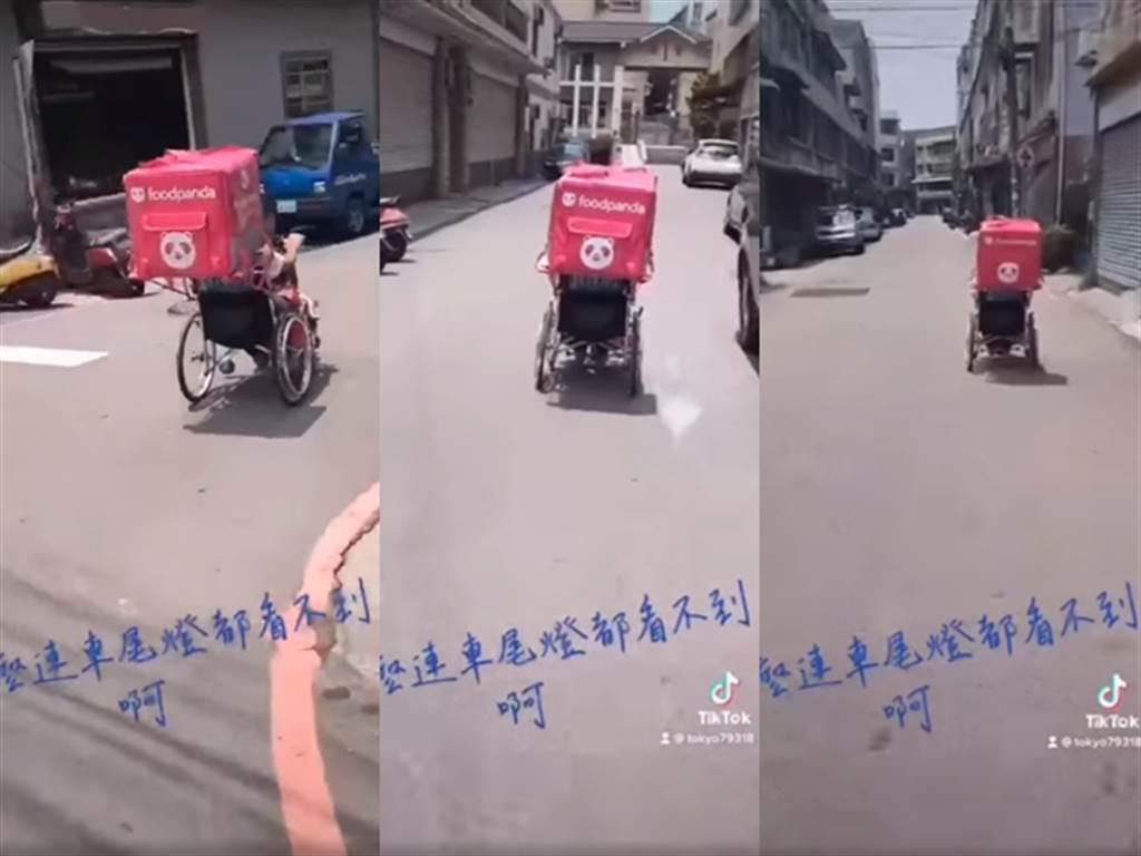 有其他網友在文章留言處分享另名外送員用輪椅送餐的過程。(翻攝自臉書「路上觀察學院」)