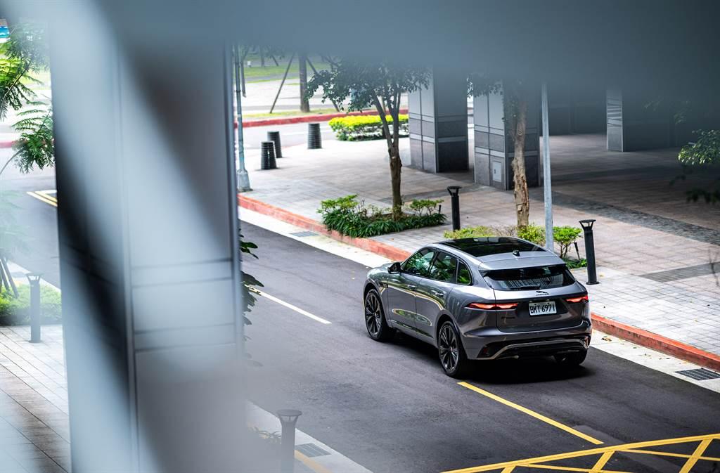 P250 R-Dynamic S車型全面標配黑色外觀套件,展現強烈的運動氣息。
