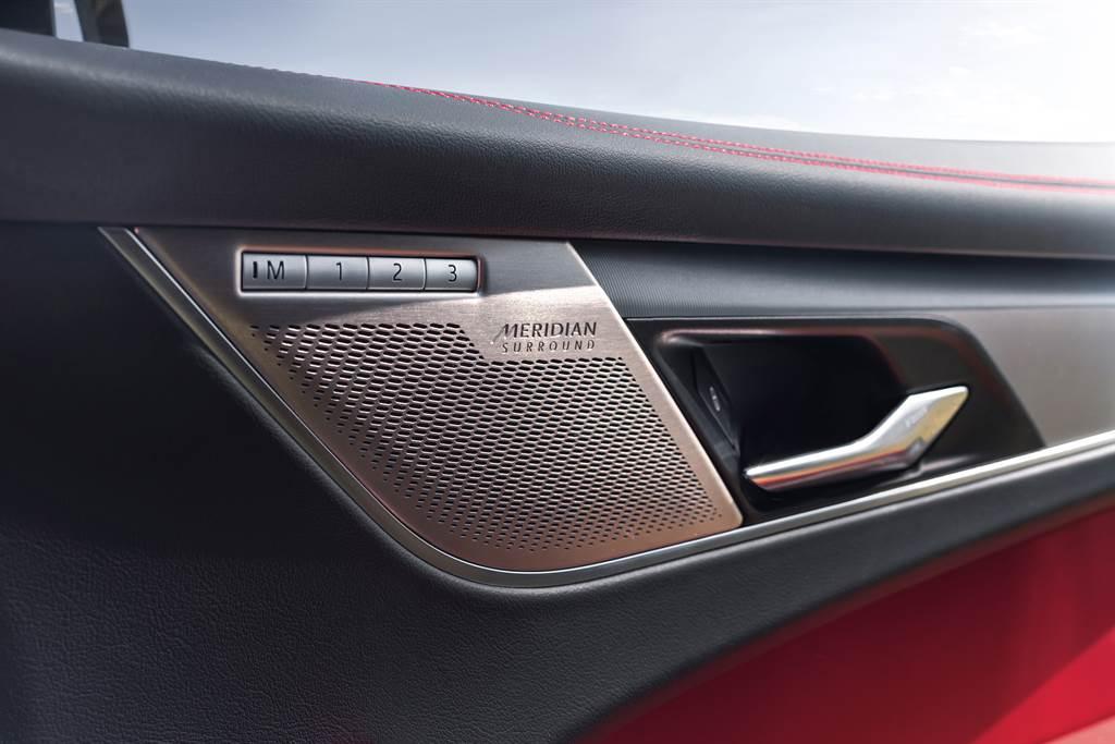 P250 R-Dynamic S標配400W輸出的Meridian音響系統,並具有主動降噪功能。