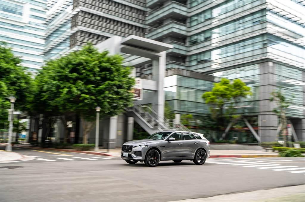 亦可選配Configurable Dynamics跑車化個人設定與Adaptive Dynamics主動動態控制系統,滿足追求極致駕馭體驗的車主。