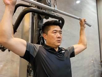 負傷挑戰「鋼鐵肉體鍛鍊」 顏寬恒秀肌肉:準備好面對解封那一天